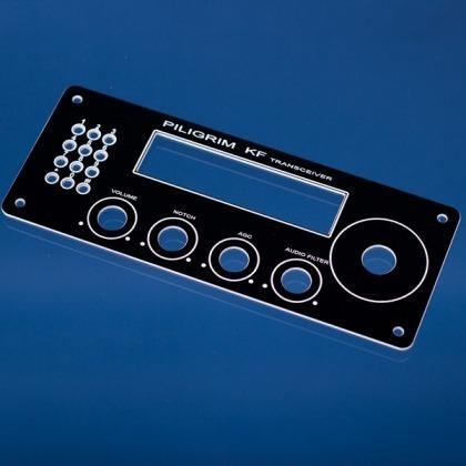 Grawerowany panel sterowniczy radia